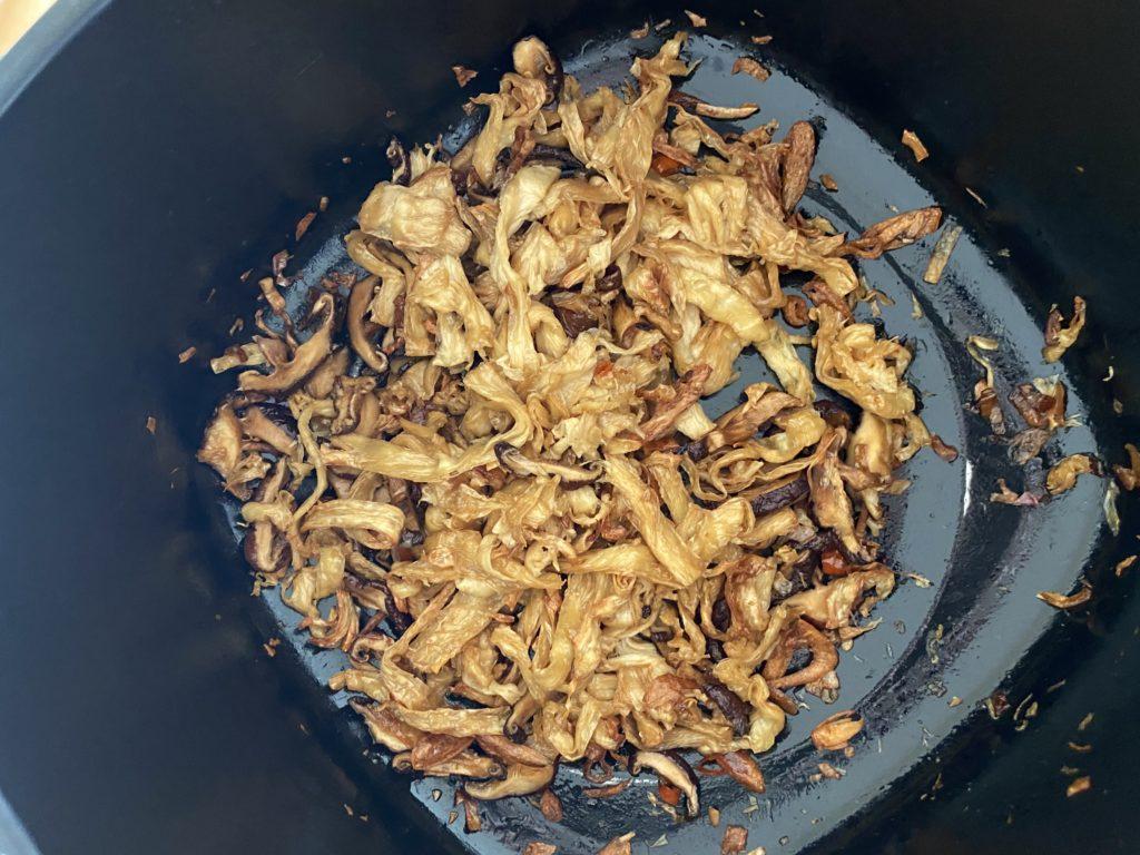 【氣炸鍋料理】剩飯怎麼辦? 氣炸鍋也能炒出「偽油飯」